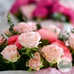 Шляпная коробка с цветами на выбор