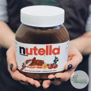 Банка шоколадно-ореховой пасты Nutella