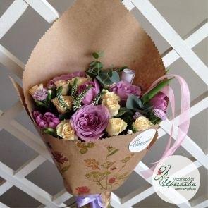 Букет «Комплимент» из роз c доставкой в Томске