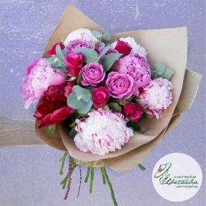Букет  из пионов и роз «Омбре» c доставкой в Томске