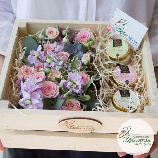 Ящик с цветами и мёдом-суфле