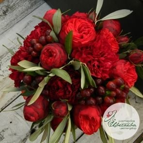 Красный свадебный букет невесты c доставкой в Томске