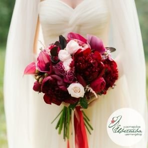 Свадебный букет «Под цвет платья» c доставкой в Томске