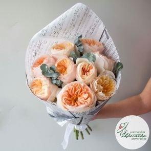 Эффектный букет из 9 пионовидных роз