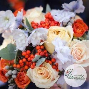 Букет невесты с рябиной