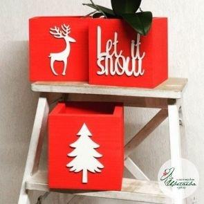 Ящик новогодний красный с фигуркой из фанеры