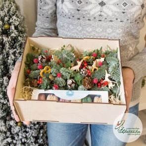 Новогодняя коробочка с макарунс c доставкой в Томске