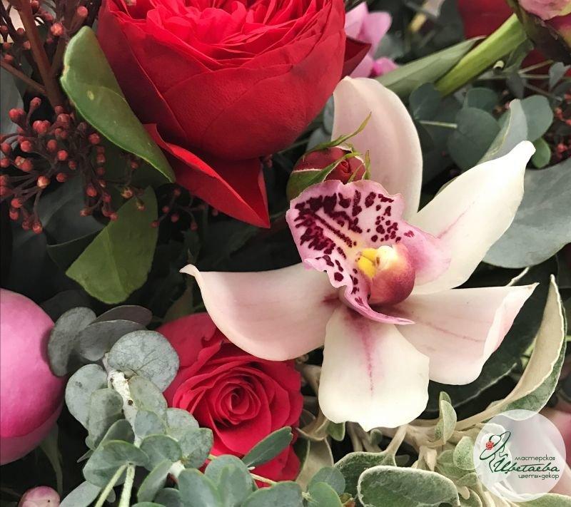 Корзина цветов макро кадр