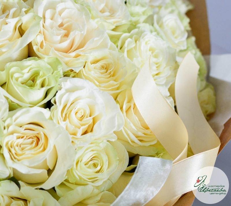 букет из 101 белой розы макро