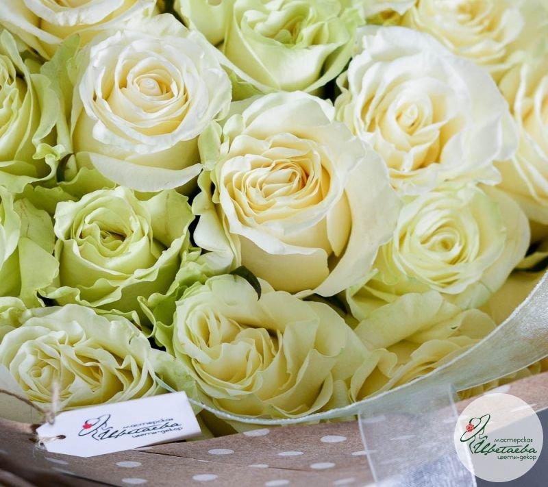 букет из 51 белой розы макро