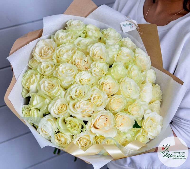 букет из любого количества белых роз много