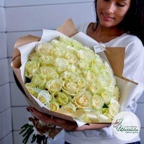 Букет из 51 элитной белой розы Эквадор