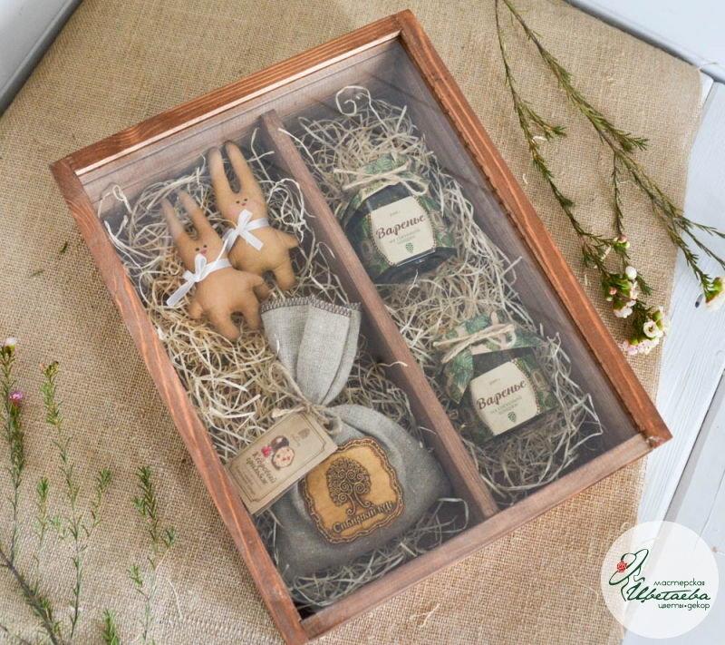 Двойной деревянный ящик со стеклянной крышкой