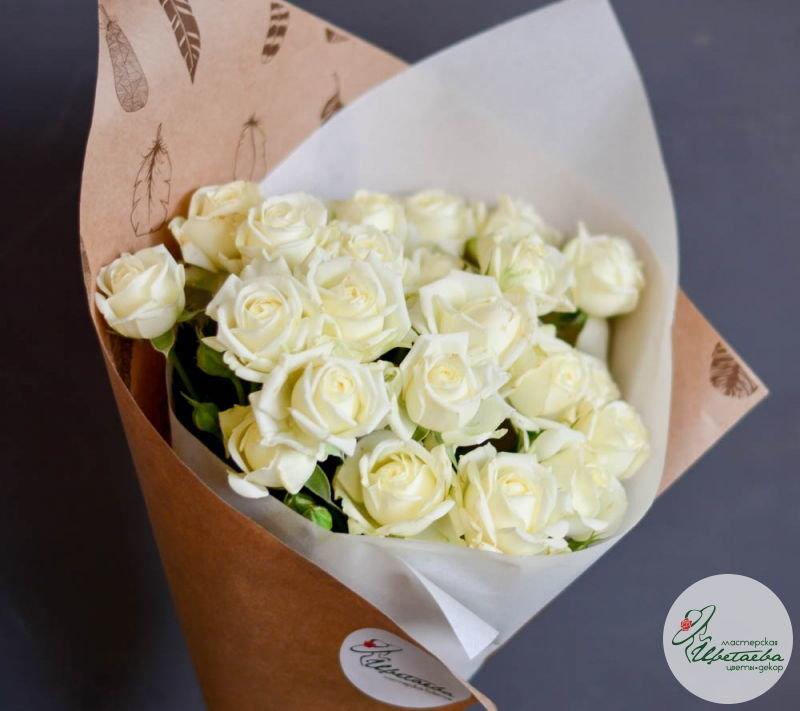 девять кустовых роз основная
