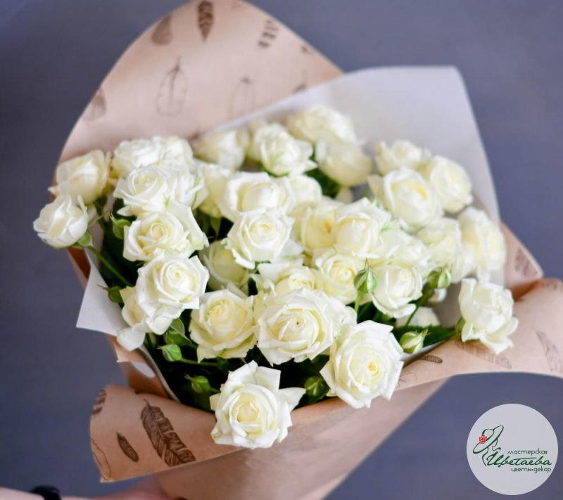21 белая кустовая роза