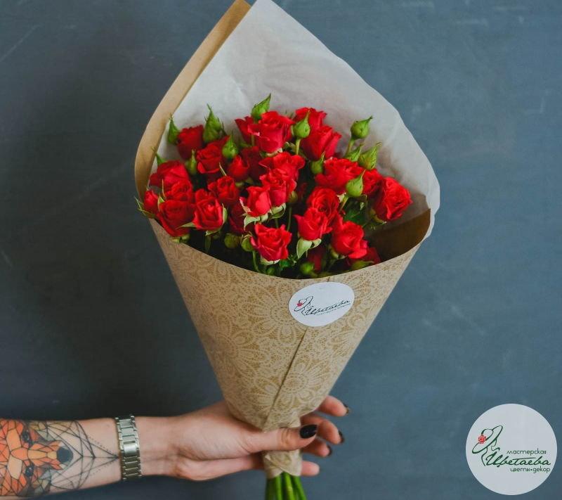 семь кустовых роз купить