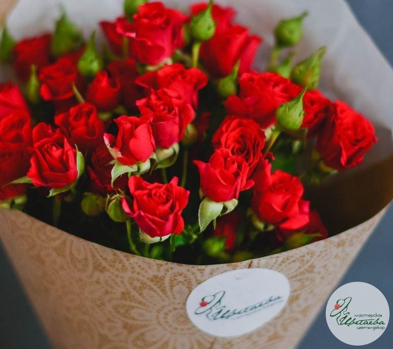 семь кустовых роз недорого