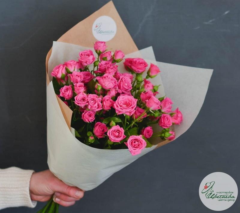 девять кустовых роз
