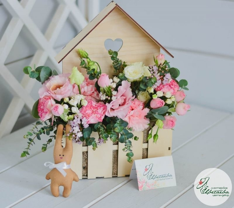 цветочный домик с цветами