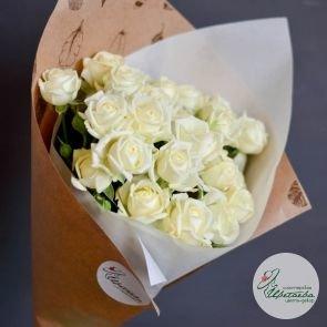 семь кустовых роз