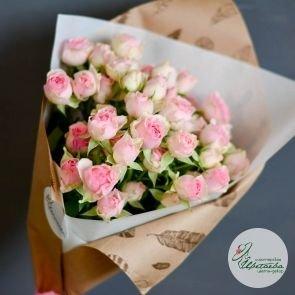 Букет из 7 розовых кустовых роз