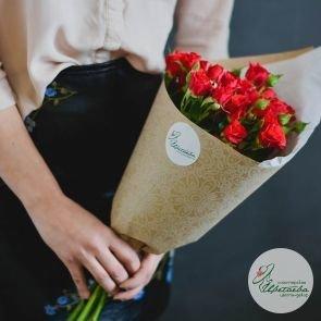 Букет из 7 красных кустовых роз