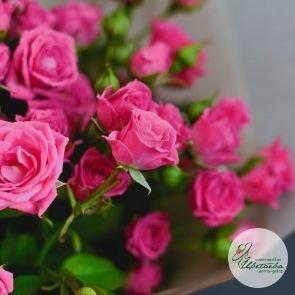 Букет из 9 малиновых кустовых роз c доставкой в Томске