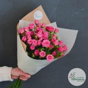 Букет из 9 малиновых кустовых роз