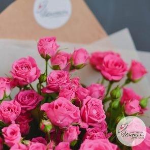букет из 9 розовых роз кустовых