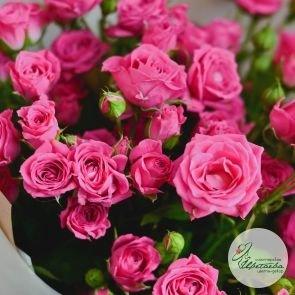 Букет из 11 малиновых кустовых роз c доставкой в Томске