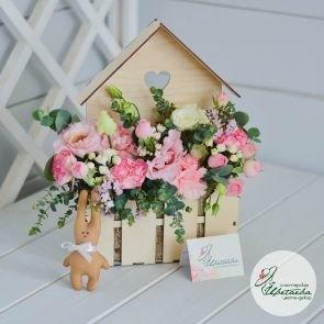Цветочный домик с живыми цветами c доставкой в Томске