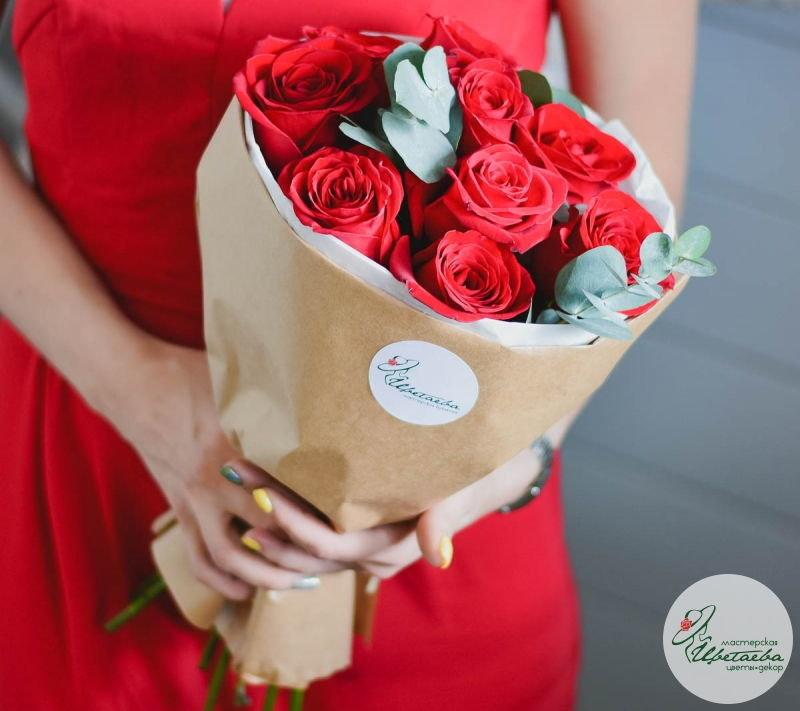 купить букет красных роз на 8 марта