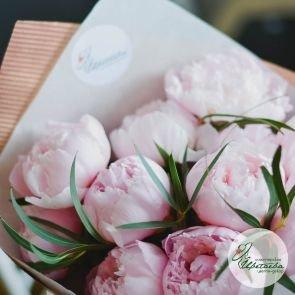 Букет из 11 розовых  королевских пионов c доставкой в Томске