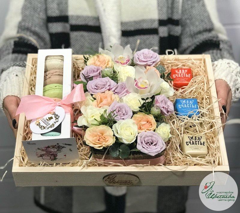 Сладкий подарок: шоколад от «Лавки Счастье» СПб и макарунсы