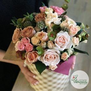 Классическая шляпная коробка с цветами