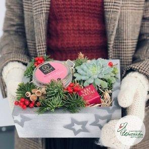 Новогодняя композиция «Сладкое счастье» c доставкой в Томске