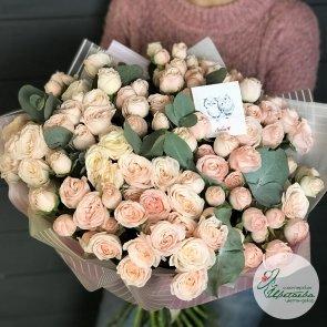 Большой букет из 35 нежных кустовых роз «Бомбастик»