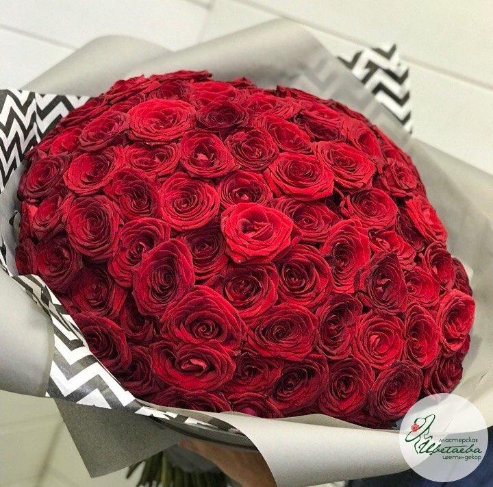 Букет из 101 красной розы вид сверху