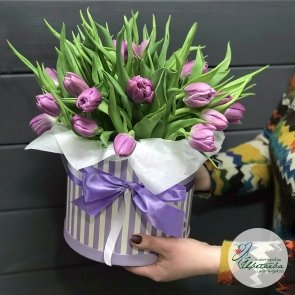 Шляпная коробочка тюльпанов «Дарю весну!»