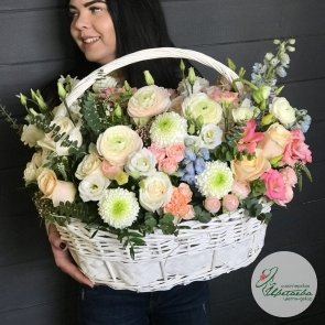 Корзина с цветами «Весенняя роскошь»