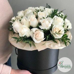 21 белая роза в шляпной коробочке (цвет на выбор)