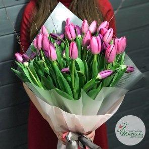 Букет из 51 крупного классического тюльпана