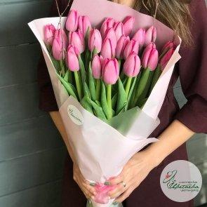 Букет из 25 классических крупных высоких, тюльпанов (цвет на выбор)