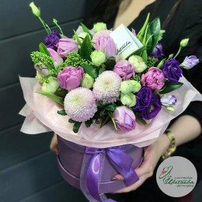 Цветы в коробке «Чарующая незнакомка»