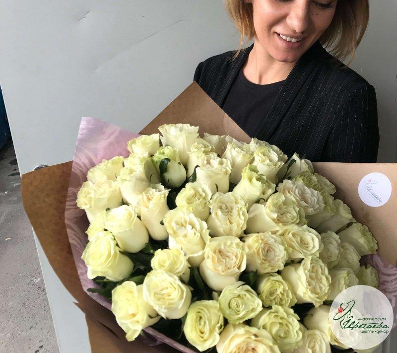 Большой красивый букет из белых роз - 50 шт