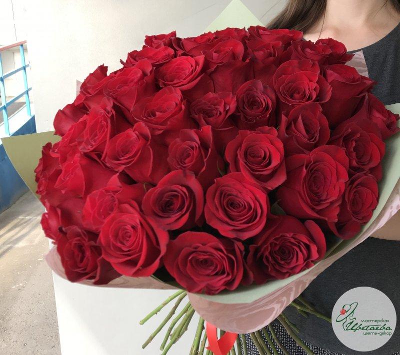 Большой букет бордовых роз