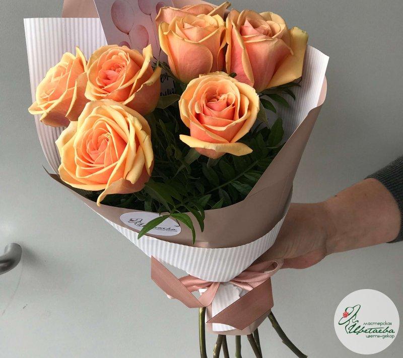 7 роз в упаковке