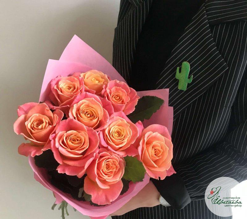 9 роз девушке