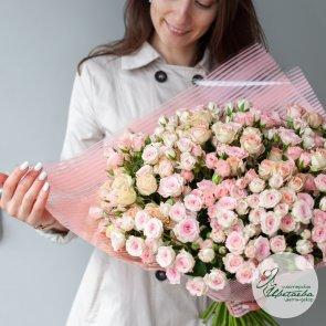55 кустовых роз c доставкой в Томске