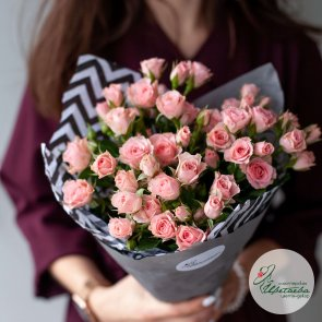 17 кустовых роз c доставкой в Томске